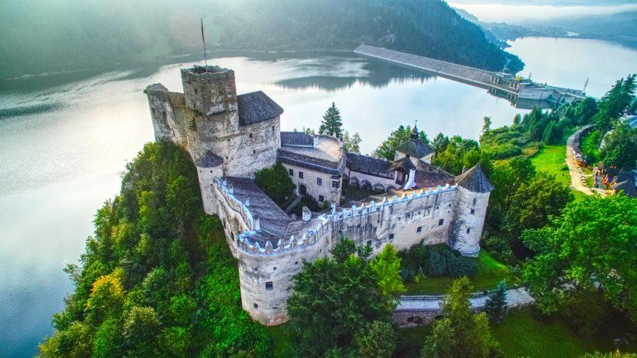 Zamek Dunajec w Niedzicy prezentuje się pięknie