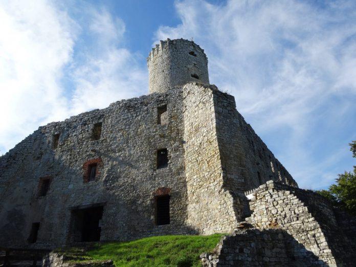 zamek lipowiec w babicach