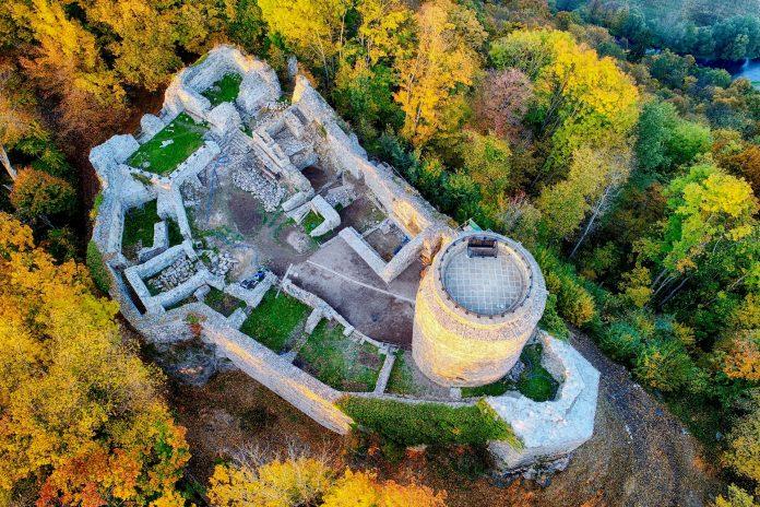 Zamek Lenno we Wleniu