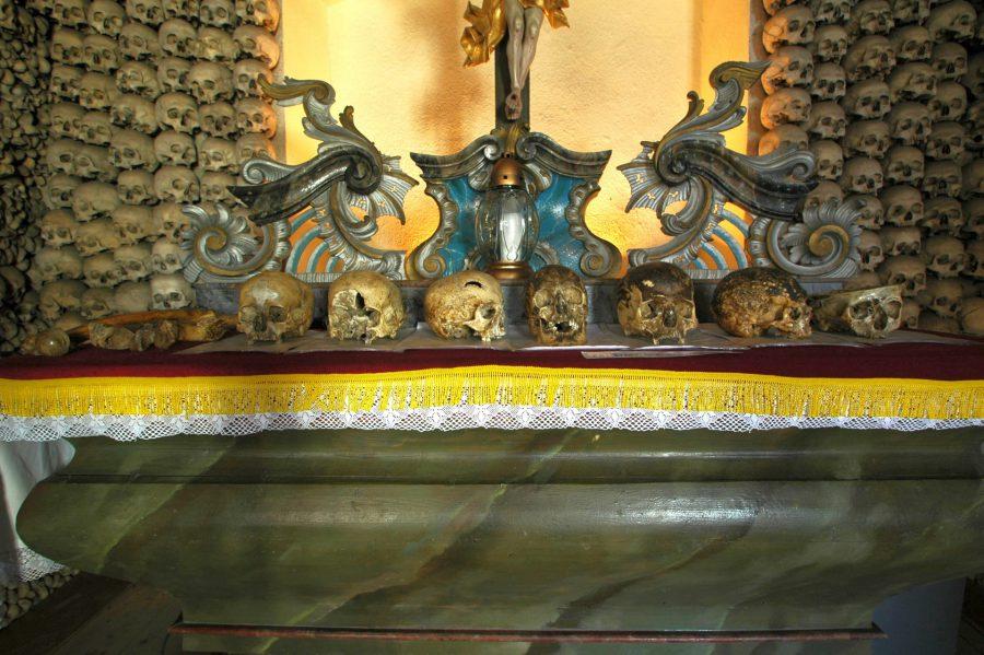 Kaplica Czaszek, fot. Wikimedia Commons