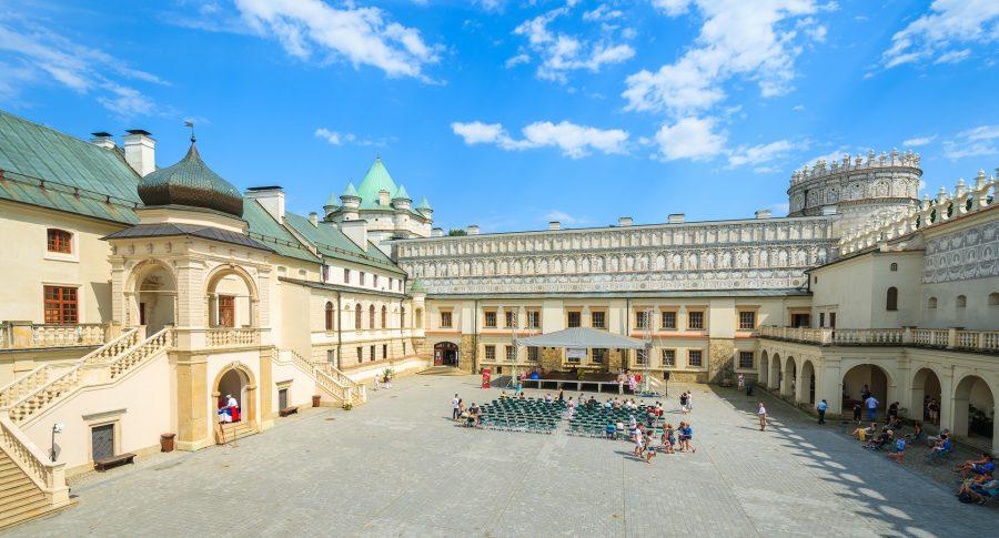 Zamek Krasiczyn – dziedziniec wewnętrzny, fot. shutterstock