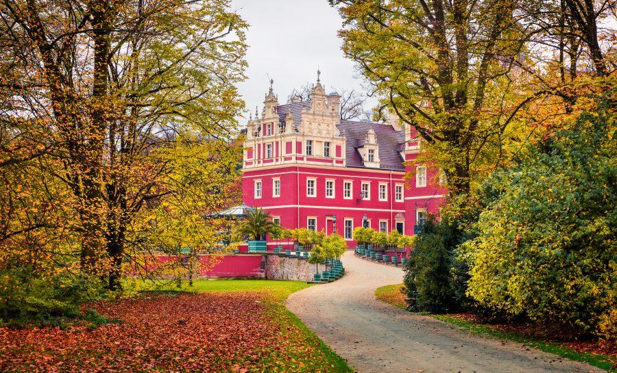 park mużakowski w łęknicy blisko granicy polski i niemiec