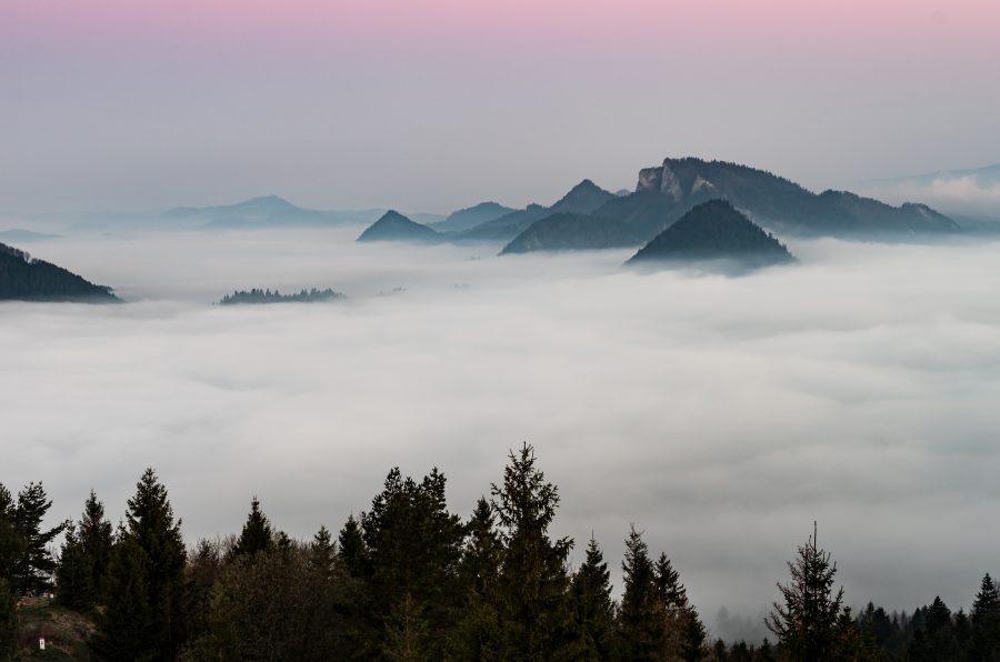 trzy korony w pieninach we mgle