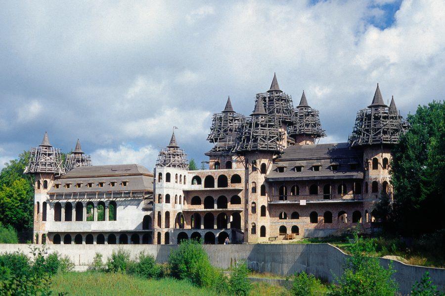 zamek w łapalicach współczesna ciekawa konstrukcja
