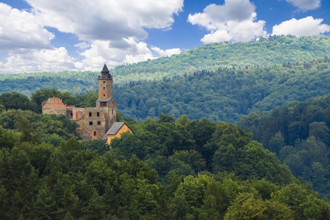 Zamek Grodno – skarb wtajemniczym tunelu