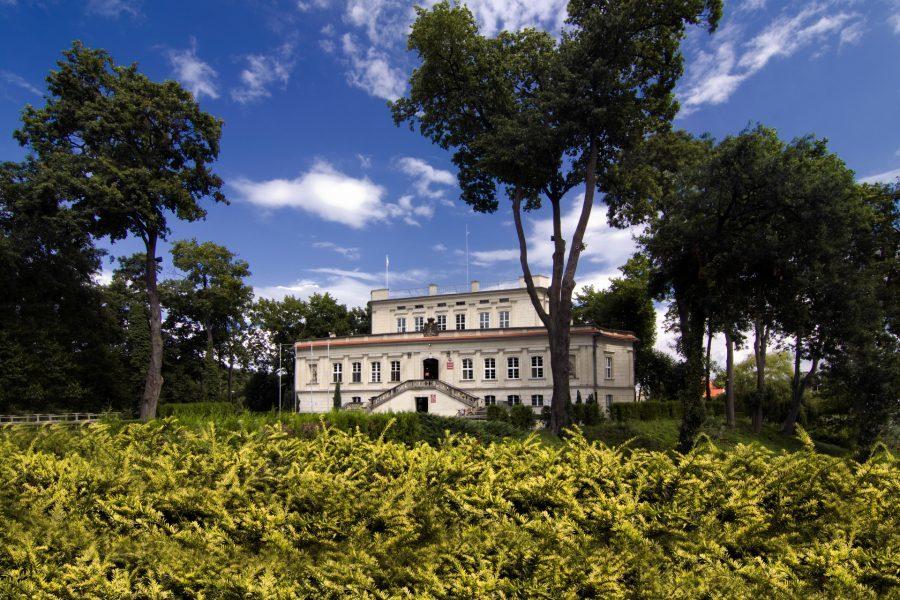Pałac we Włoszakowicach zbudowano na planie trójkąta