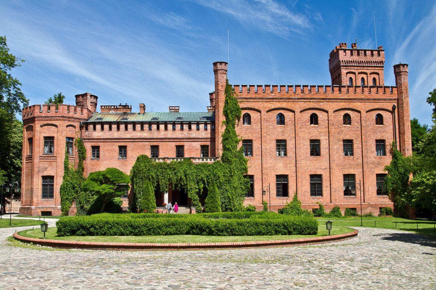 Pałac w Rzucewie – rezydencja nad brzegiem zatoki