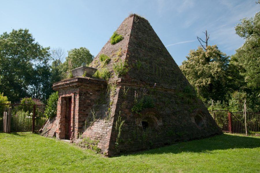 piramida w rożnowie rodzin von eben i mohring