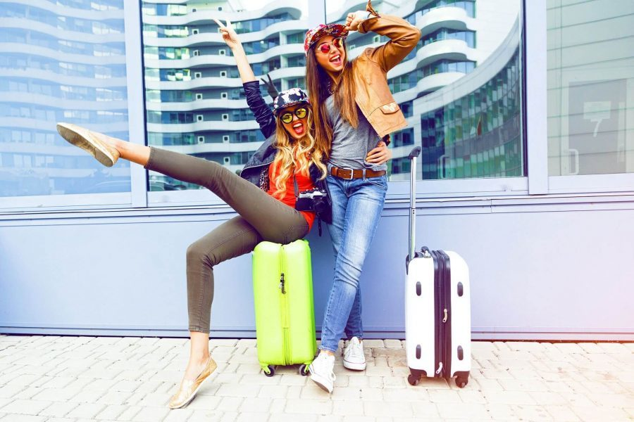 dziewczyny jadące na wakacje jak się spakować na wakacje do walizki