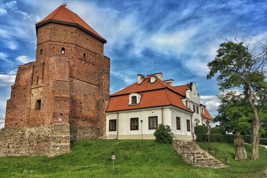 zamek w liwie z muzeum zbrojownią