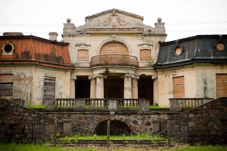 Pałac Rzewuskich w Bratoszewicach