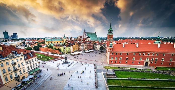 Warszawa Plac Zamkowy, w tle Zamek Królewski