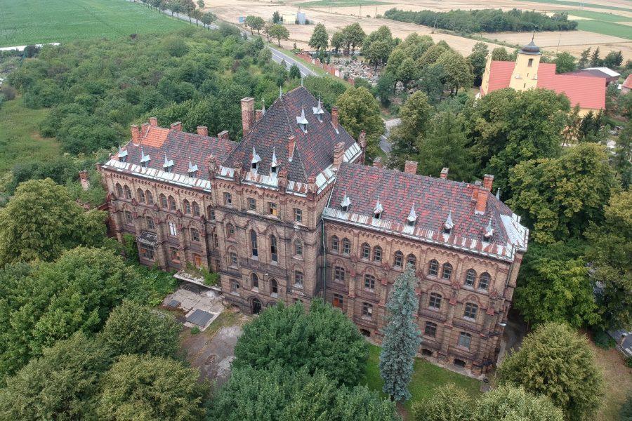 Pałac w Mokrzeszowie z drona