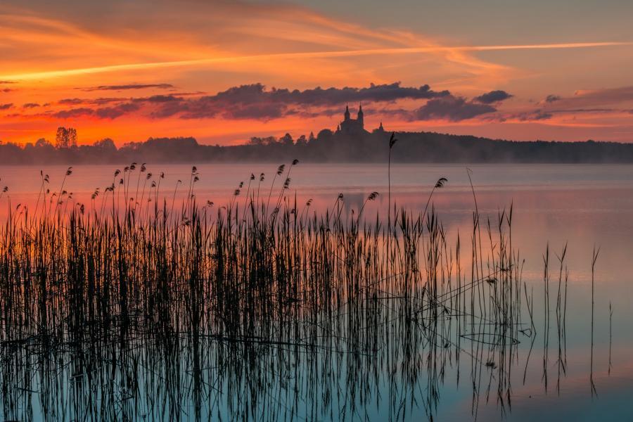 jezioro wigry o zachodzie słońca