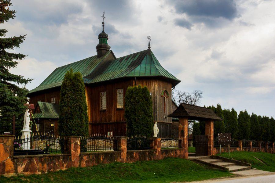 Drewniany kościół bartłomieja Apostoła stradów
