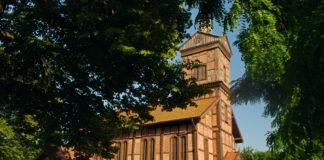 Kościół w Marzęcinie, wsi gdzie znajduje się najniższy punkt w Polsce