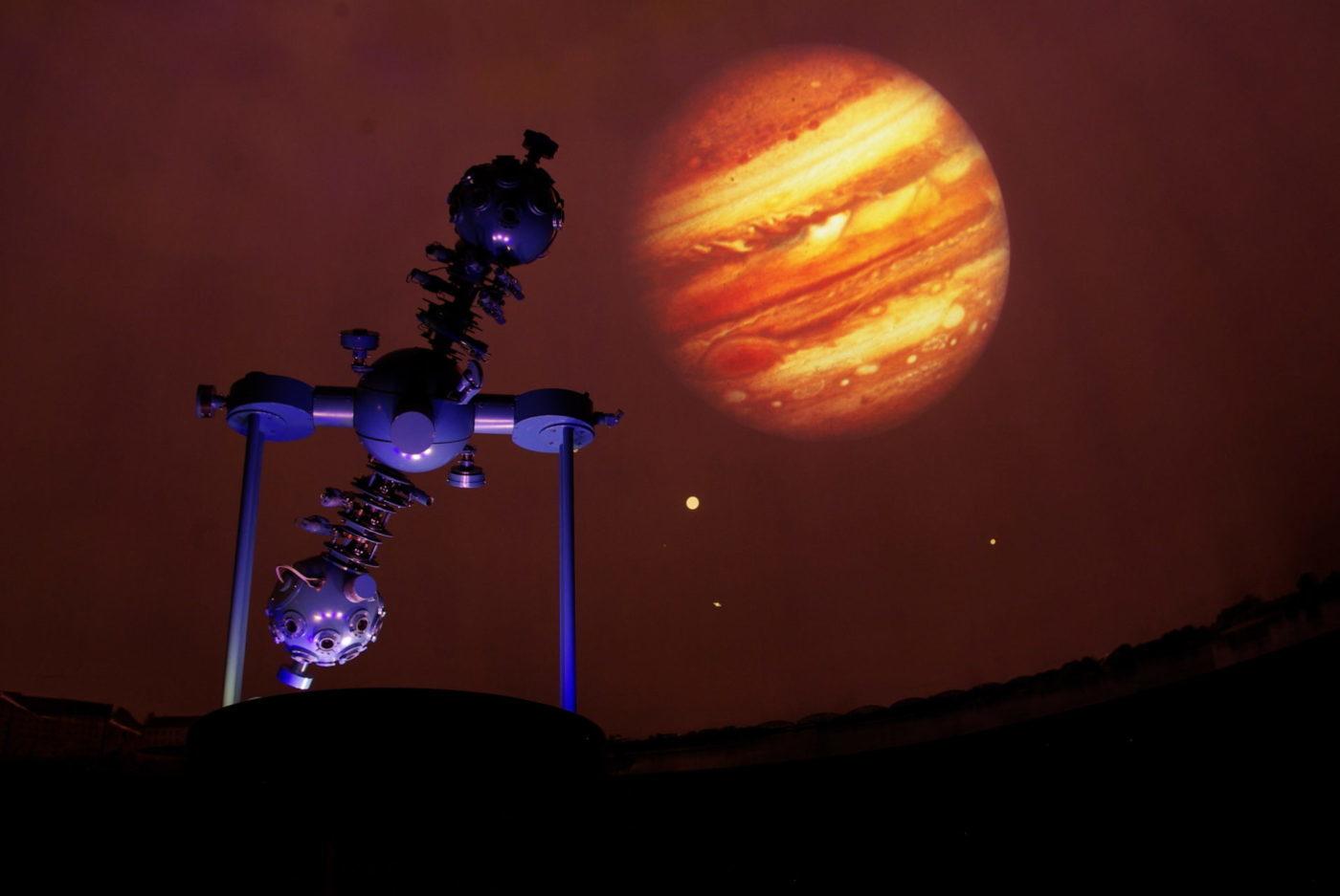 Obserwatoria astronomiczne iplanetaria wPolsce. 11miejsc zwidokiem nagwiazdy