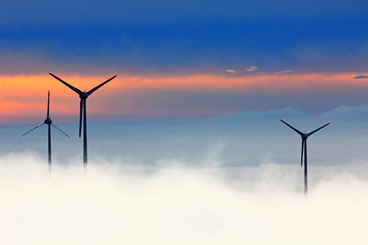 Polska coraz bardziej eko. Kopalnie zostaną muzeami, aenergia będzie zesłońca iwiatru?