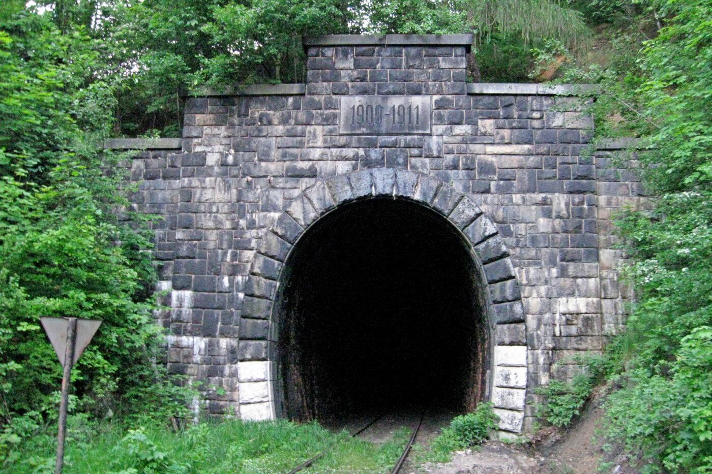 najdłuższy tunel kolejowy w polsce