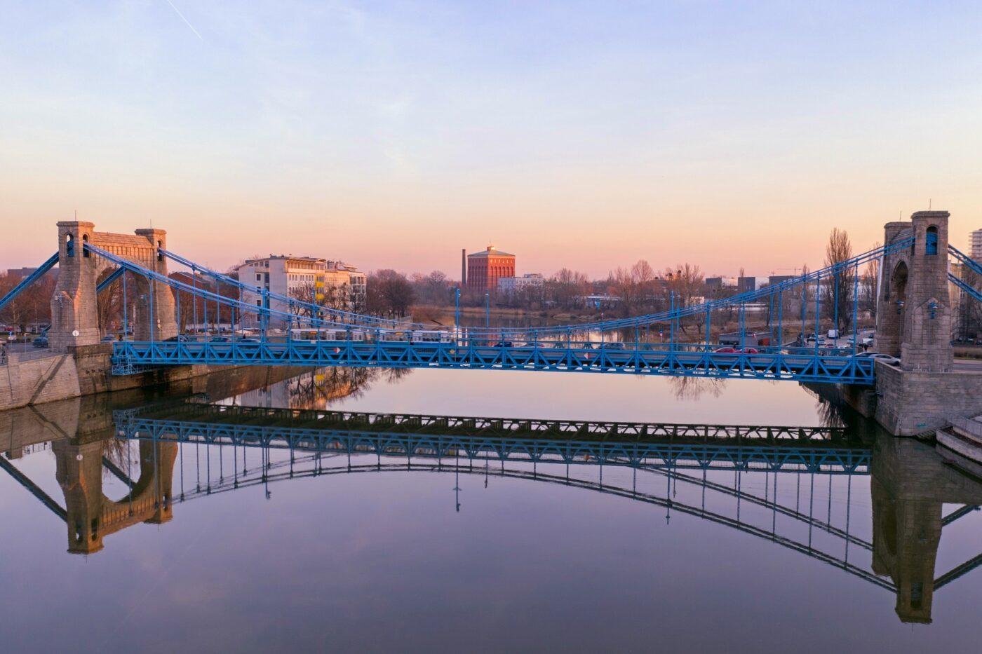 Most Grunwaldzki i wieża ciśnień Na Grobli