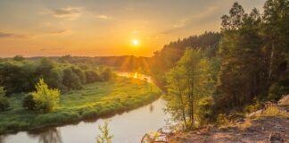 rzeka Pilica o zachodzie słońca